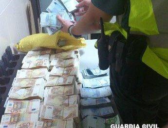 La Guardia Civil interviene más de medio millón de euros que intentaban sacar del país sin declarar