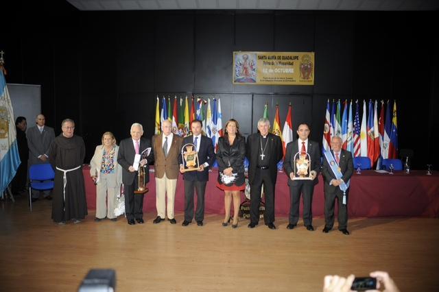 Valentín Cortés recoge el Premio Guadalupe-Hispanidad 2012 otorgado a la Diputación de Badajoz
