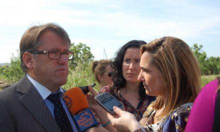 Un colegio de Valencia acoge la presentación de un plan para impulsar el transporte público de viajeros
