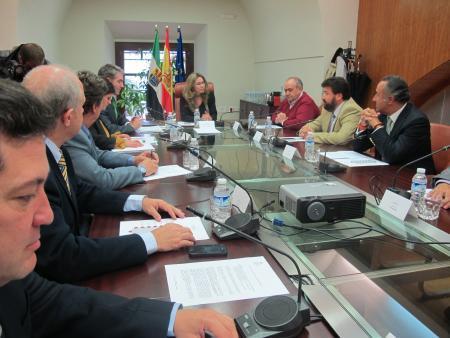 El Gobierno regional consensúa con comerciantes el Plan de Estímulo para el Comercio Minorista