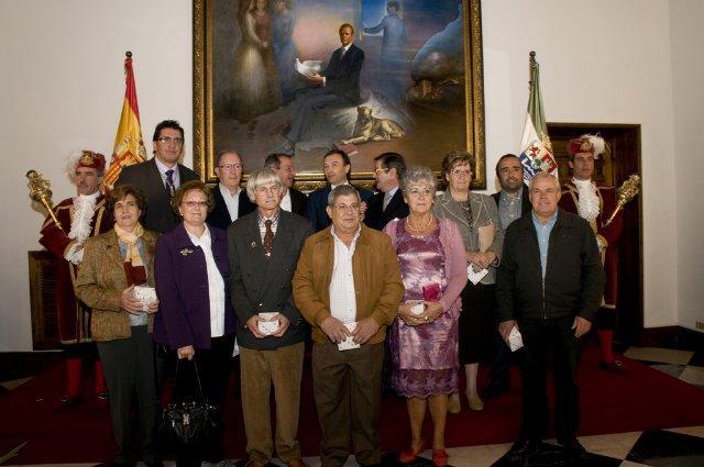 La Diputación de Cáceres celebra San Pedro de Alcántara con un homenaje a los trabajadores jubilados