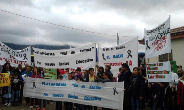 La Plataforma Val de Xálima se concentra de nuevo para pedir la continuidad de las obras del IESO de Valverde