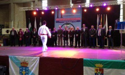 Hernández Carrón participa en Eibar en el II Encuentro de Federaciones de Emigrantes en el País Vasco