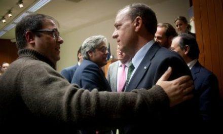 Monago entrega las llaves de 84 viviendas de 'El Junquillo' a sus propietarios tras cinco años de espera