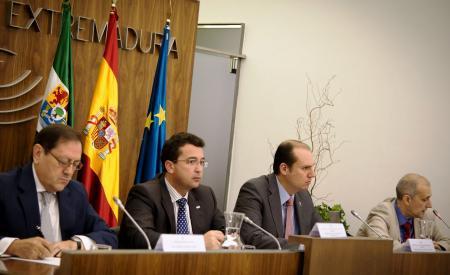 Hernández Carrón destaca que Extremadura paga puntualmente a sus oficinas de farmacia