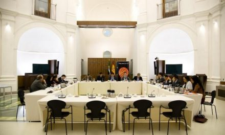 Manzano y los portavoces de los grupos parlamentarios se reúnen con los miembros de Iniciativa +1 en la Asamblea