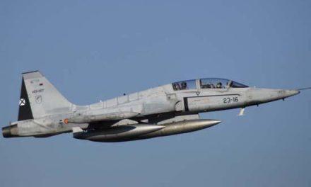 Un militar muere y otro resulta herido en un accidente de un avión F-5 durante unas maniobras