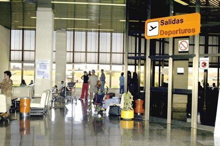 Hellit reanudará este domingo su actividad desde el aeropuerto de Badajoz tras suspenderse 14 vuelos