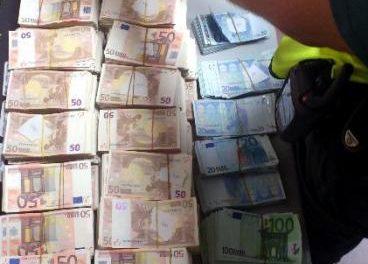 La Guardia Civil intercepta 100.000 euros que un ciudadano chino intentaba sacar del país sin declarar