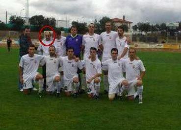 """Los jugadores del """"Sanvi"""" dedican su victoria frente al Ciconia Negra a un aficionado discapacitado"""