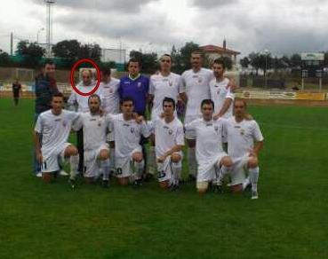 Los jugadores del «Sanvi» dedican su victoria frente al Ciconia Negra a un aficionado discapacitado