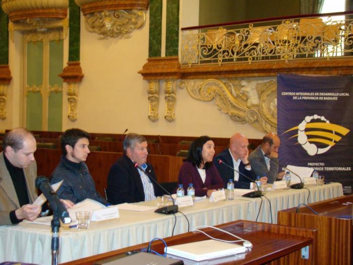 Alcaldes y ediles de cinco pueblos pacenses muestran sus experiencias en buenas prácticas en participación