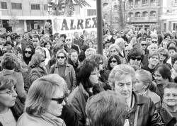 Medio millar de personas se manifiestan para mostrar su rechazo por la violación a una joven de Almendralejo