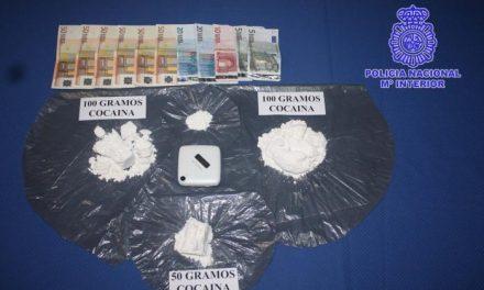 La Policía Nacional detiene en Badajoz a un joven cuando portaba 250 gramos de cocaína en su vehículo