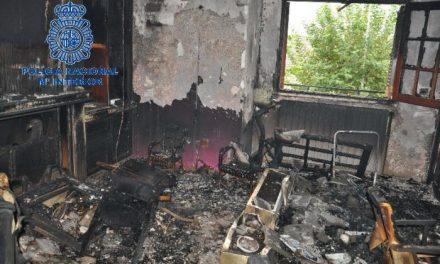 La Policía Nacional salva a una mujer de 61 años en un incendio de madrugada en una vivienda de Don Benito