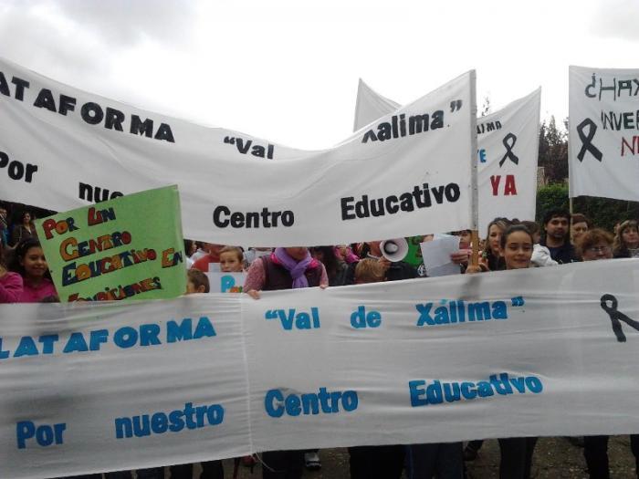 Los padres del Val de Xálima amenazan con no llevar a sus hijos a clase si no se reanudan las obras del IESO