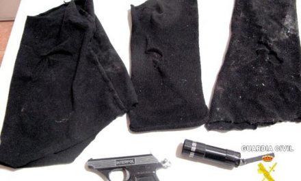 Cuatro jóvenes tapados con pasamontañas intentan robar en una vivienda de la localidad pacense de Montijo