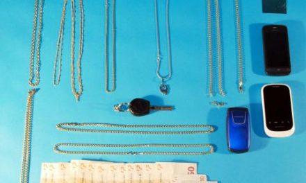 La Policía Nacional detiene a tres personas por vender varias joyas de oro falso en joyerías de Badajoz