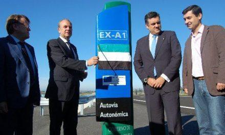 El presidente del PP en Sierra de Gata, Pedro Caselles, luchará por la conexión con Portugal por autovía