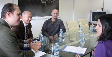 Carrón anuncia que se modificará el decreto de adopciones en Extremadura con más de 80 novedades