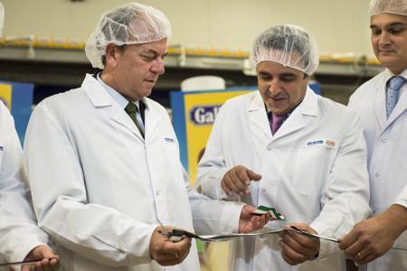 Monago inaugura la ampliación de la planta de Gallina Blanca en Extremadura