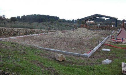 El Ayuntamiento de Acebo inicia las obras de construcción de una pista de pádel y de un gimnasio