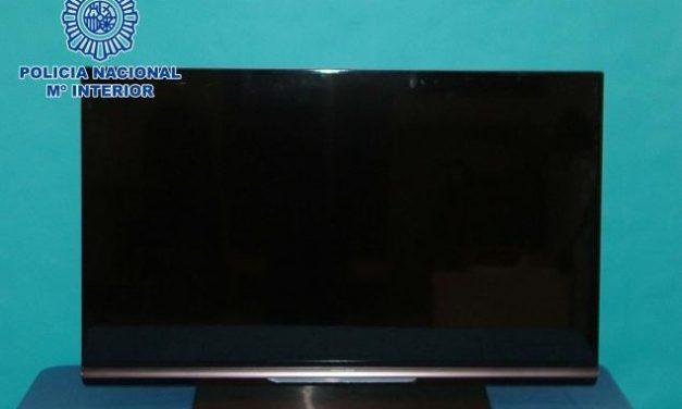 La Policía Nacional detiene a un joven por sustraer de un establecimiento comercial un televisor valorado en 929 €