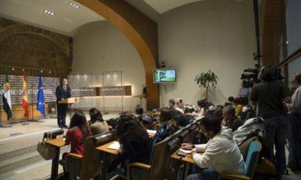 Monago anuncia que los empleados públicos de Extremadura cobrarán la paga extra de Navidad