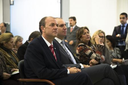 El Gobierno de Extremadura cumplirá escrupulosamente con la legislación en el abono de la paga extra de Navidad