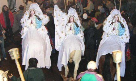 Los Paladines de la Encamisá eligen al portaestandarte, la pregonera y la oferente de la fiesta de Torrejoncillo