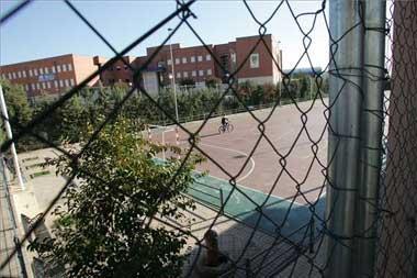 """Un """"botellón"""" ilegal en Cáceres termina con un policía herido y dos detenidos de 18 y 19 años"""