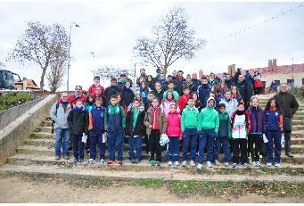 Una selección de 40 atletas extremeños participa en el Cross de la Constitución de Aranda de Duero