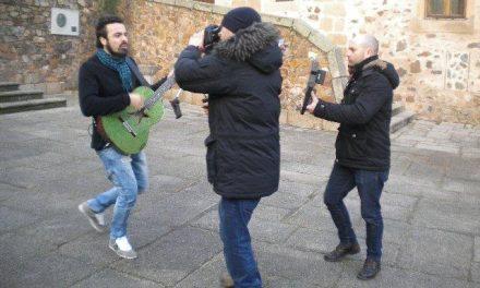 """El cantante Huecco graba en la ciudad de  Cáceres varias tomas para su último videoclip """"La Brújula"""""""
