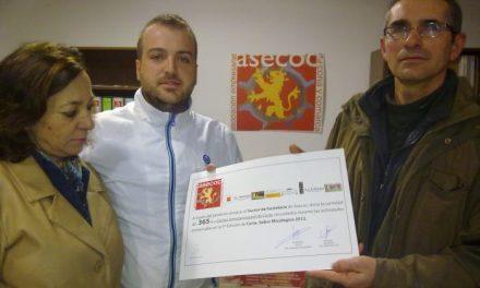 El sector hostelero de la Asociación Empresarial de Coria dona a Cáritas 365 euros