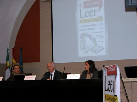 Díez Solís aboga por mejorar la comprensión lectora del alumnado al margen del formato utilizado