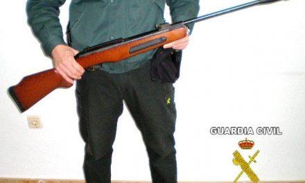 La Guardia Civil imputa a una persona un delito de maltrato animal por matar a un perro de un disparo
