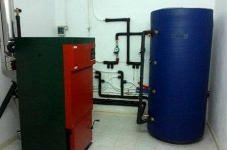 La biomasa con hueso de aceituna llega a dos colegios extremeños y permite ahorrar en calefacción