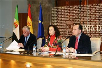 La Junta y las diputaciones potenciarán el mercado de trabajo y la inserción laboral de mujeres con dificultades