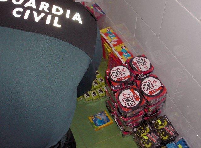 La Guardia Civil interviene más de ocho kilos de petardos en un establecimiento de Azuaga