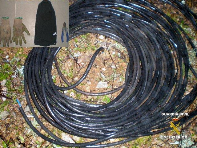 Sorprenden a un joven de 28 años cuando sustraía el cable del alumbrado del polígono de Villanueva de la Serena