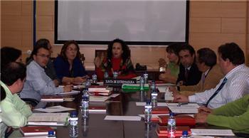Pilar Lucio toma contacto con el colectivo gitano en el Consejo Regional para la Comunidad Gitana