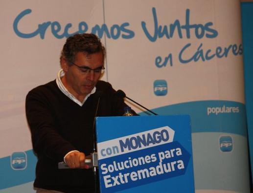 El alcalde de Valencia de Alcántara asegura que se han mantenido los servicios y reducido los gastos este año
