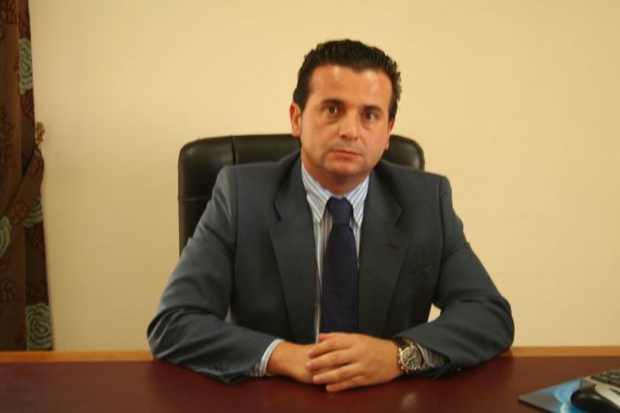Pedro Caselles se compromete a trabajar para controlar el déficit y fomentar el empleo en Moraleja