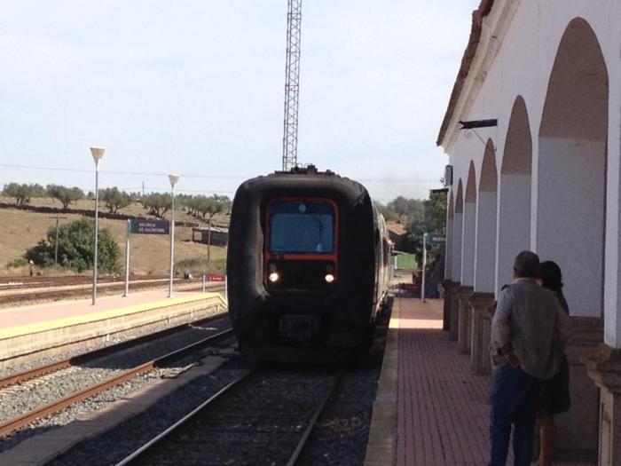 Valencia de Alcántara garantiza la continuidad del tren aunque no sea de interés público para Fomento
