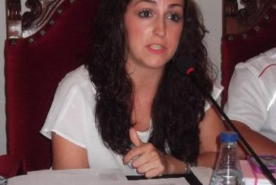 """Laura Sánchez, abanderada de San Juan 2013, inicia los preparativos de la fiesta con """"responsabilidad y serenidad"""""""