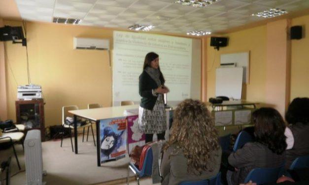 Las 37 oficinas de igualdad atendieron a 32.370 personas en 2012 y desarrollaron más de 1.100 actividades