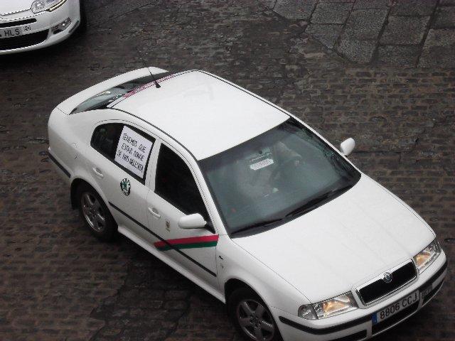 Los taxistas de Plasencia vuelven a protagonizar una pitada demandando la parada de la Plaza Mayor
