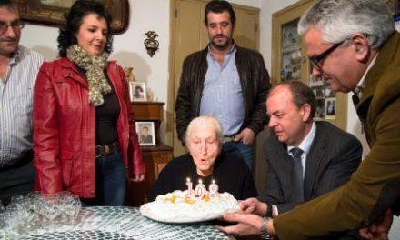 Monago celebra con Eugenia Barroso, la «abuela» de Valencia del Ventoso, su 108 cumpleaños