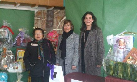 El Ayuntamiento de Coria entrega los lotes de regalos de las cestas navideñas de la campaña «Comercio y Vida»