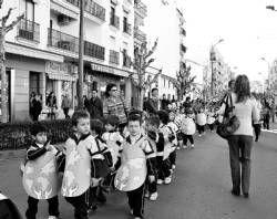 Alrededor de 1.200 niños desfilarán vestidos de libro en el Carnaval solidario que se celebrará en Don Benito